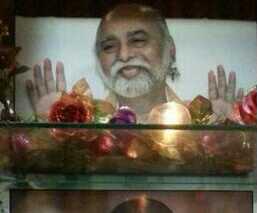 Miracle - Sri Bhagavan's hoofd komt uit de Srimurthi. Dit vond plaats in China in het huis van Zico.